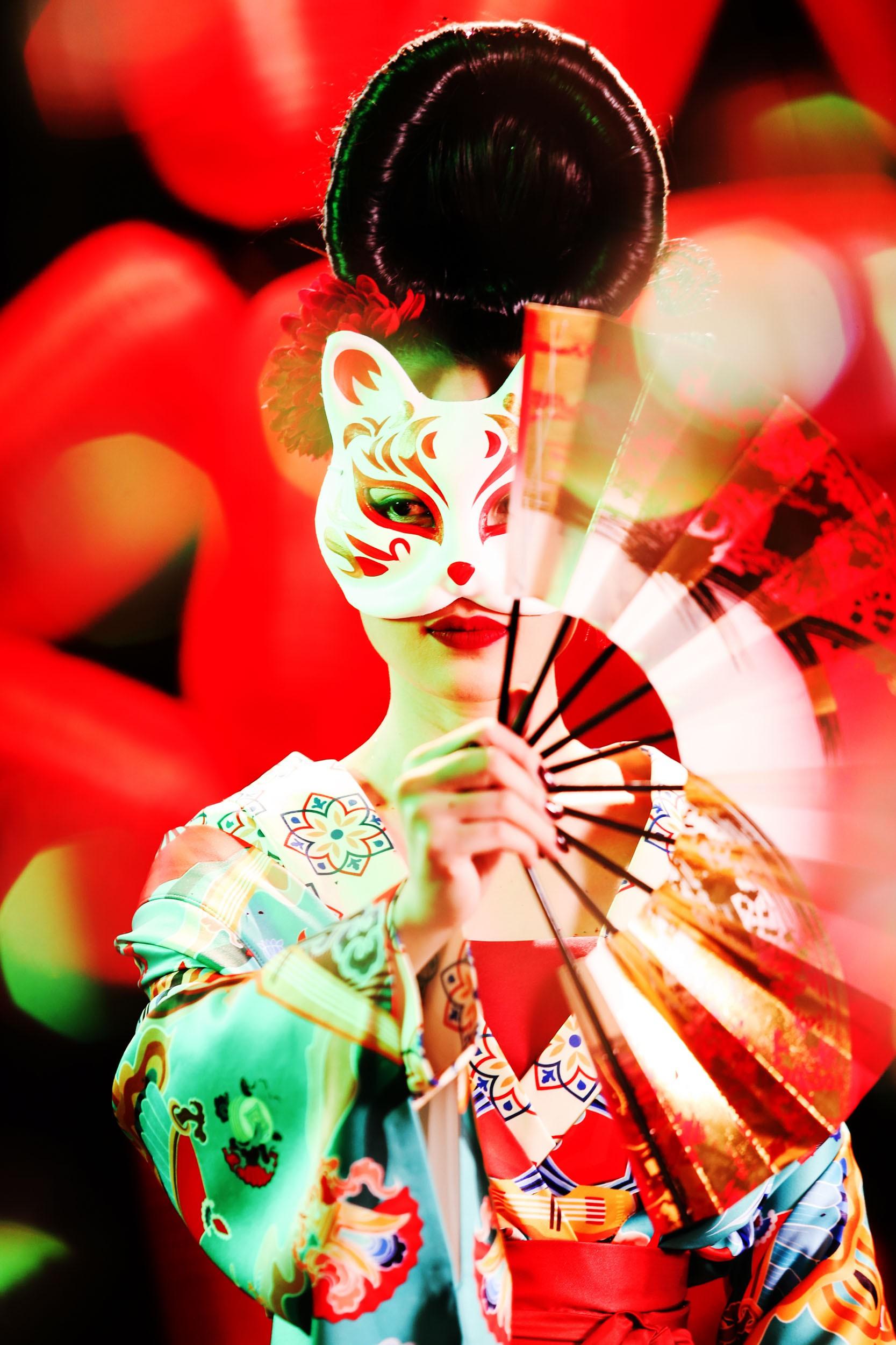 HOT: Mỹ Tâm bất ngờ tung MV mới với tạo hình geisha, vẫn giữ cảnh cởi áo khoe lưng trần từng hé lộ trong teaser - Ảnh 7.