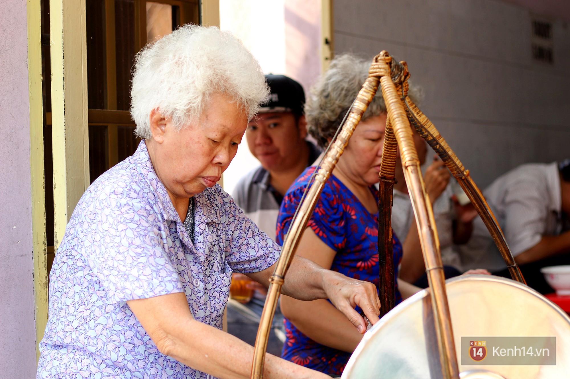 Đây đích thị là hàng bánh canh bán sướng nhất Sài Gòn: mỗi ngày chỉ cần bán 1 tiếng là hết sạch - Ảnh 2.