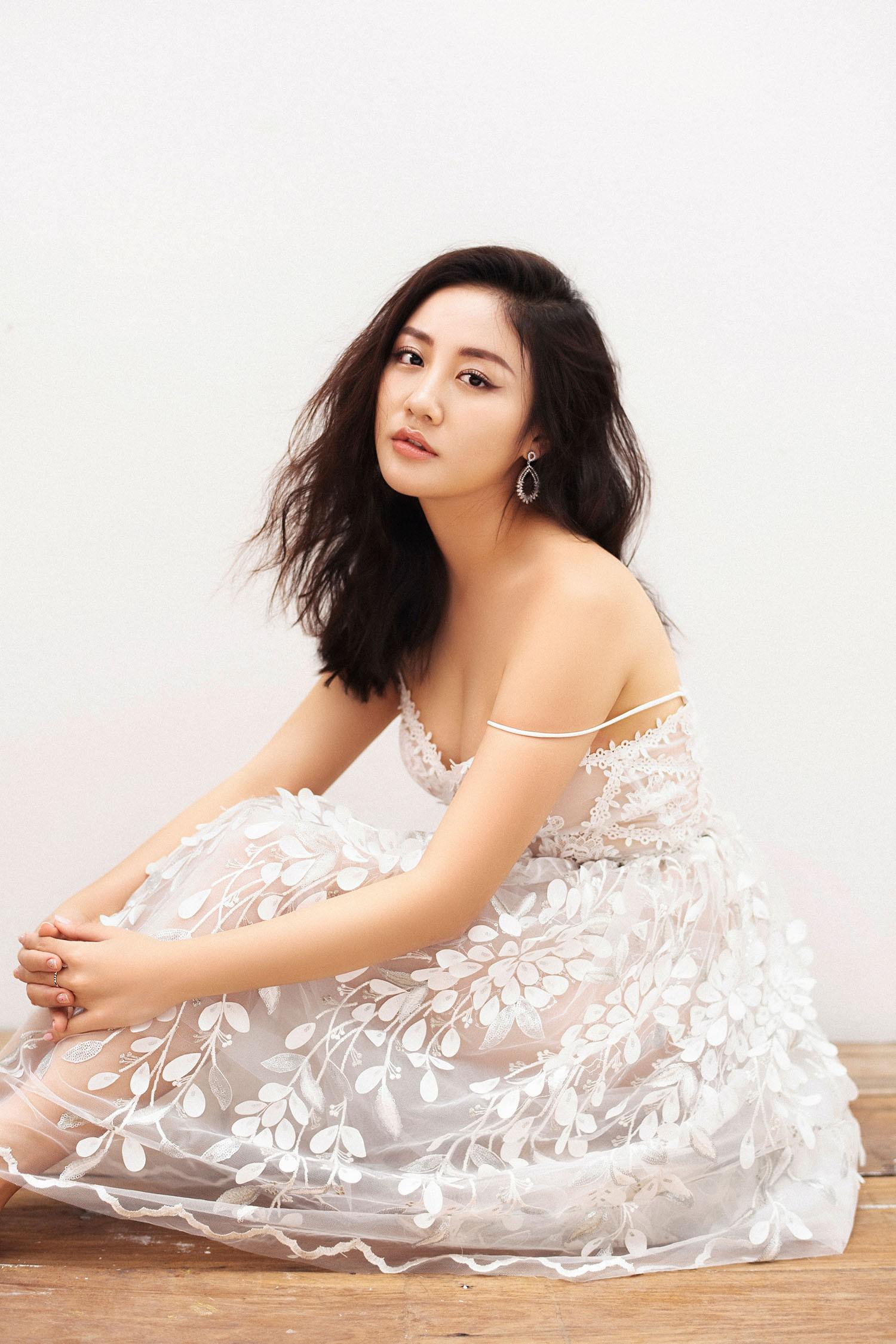 Văn Mai Hương trải lòng về chuyện tình khó quên bằng ca khúc dành cho tháng Ba - Ảnh 2.