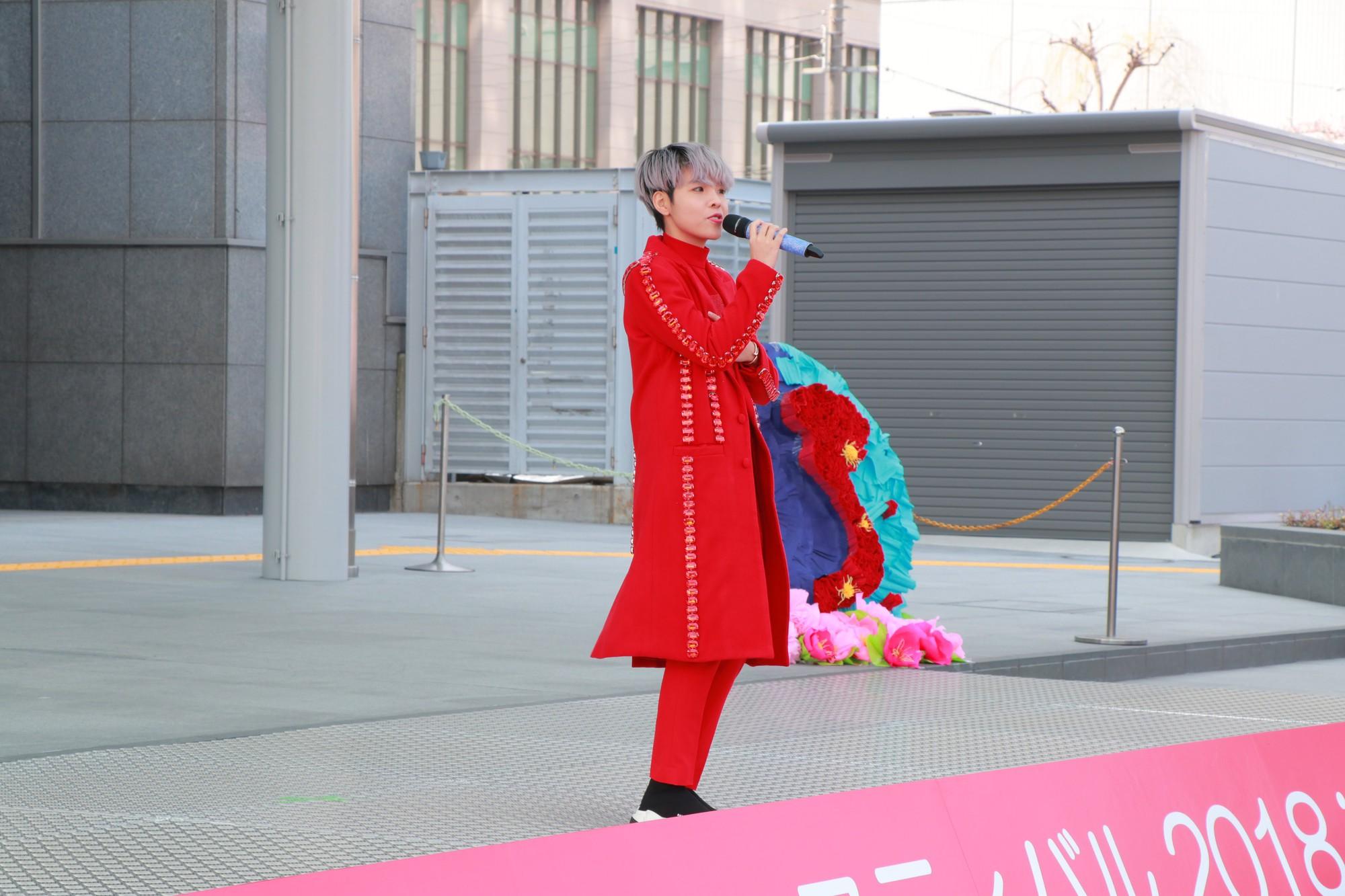 Vũ Cát Tường đến Nhật, quậy tưng bừng cùng du học sinh tại Lễ hội văn hóa Việt Nam 2018 - Ảnh 4.