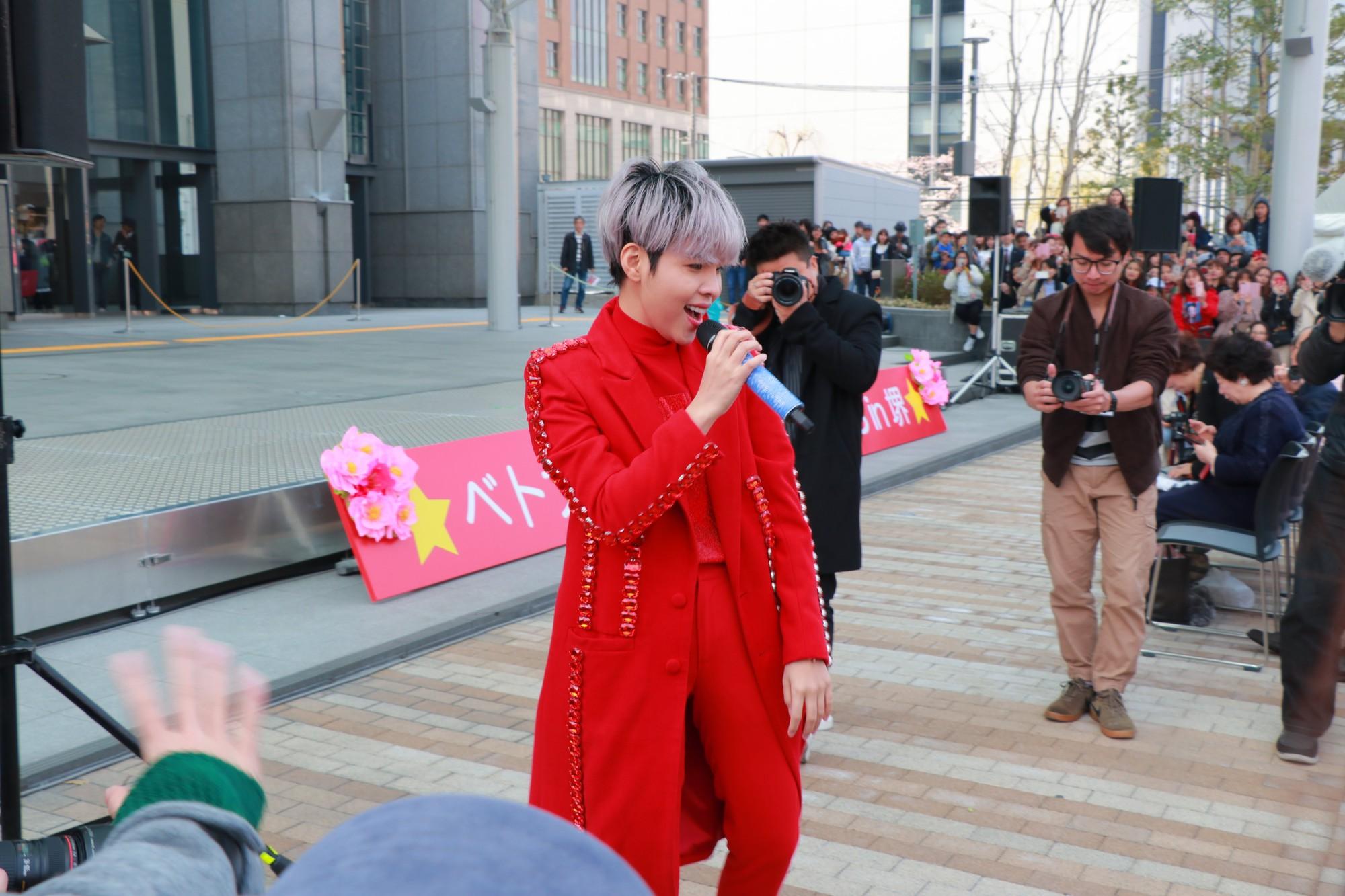 Vũ Cát Tường đến Nhật, quậy tưng bừng cùng du học sinh tại Lễ hội văn hóa Việt Nam 2018 - Ảnh 5.