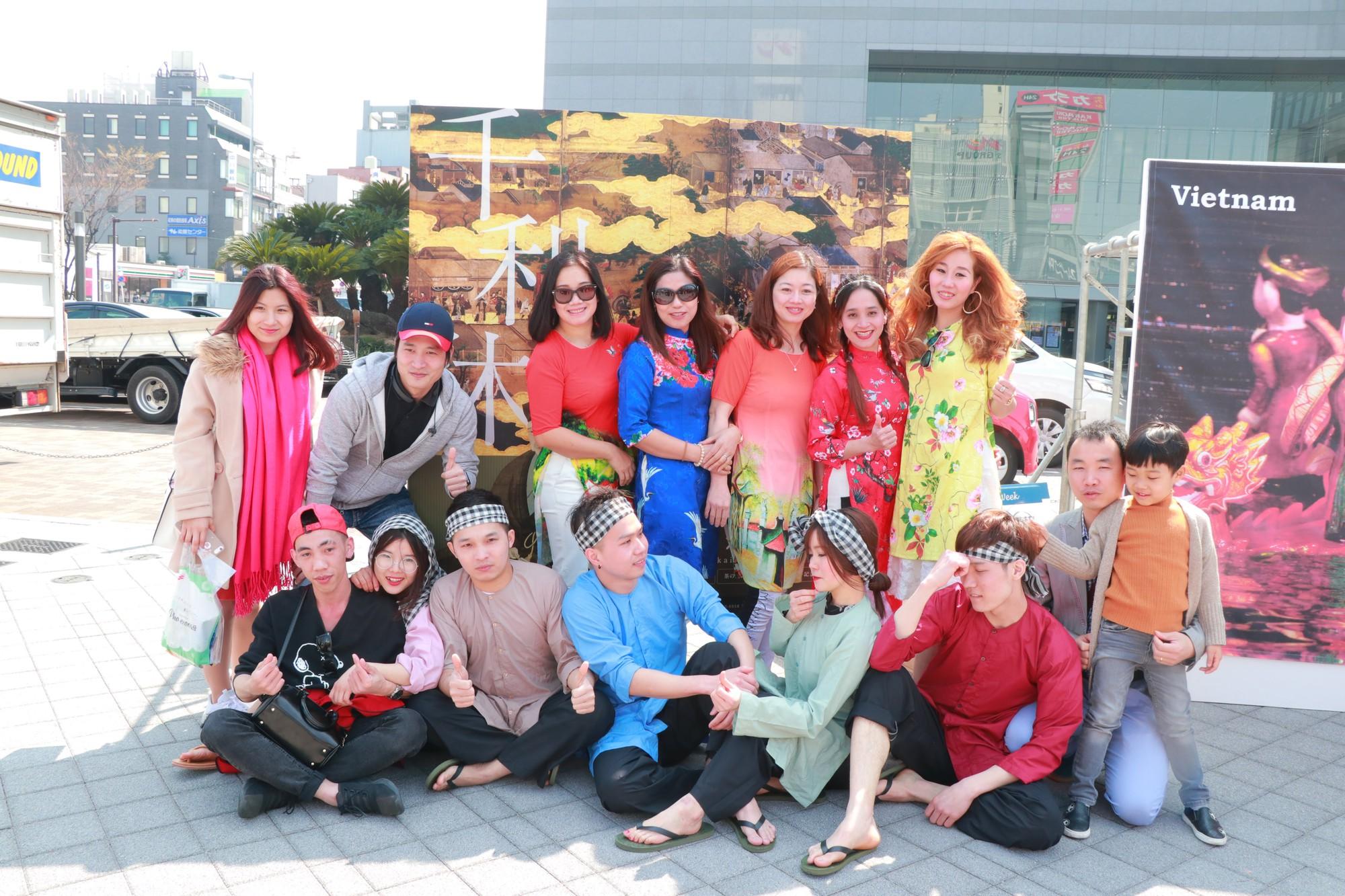 Vũ Cát Tường đến Nhật, quậy tưng bừng cùng du học sinh tại Lễ hội văn hóa Việt Nam 2018 - Ảnh 8.