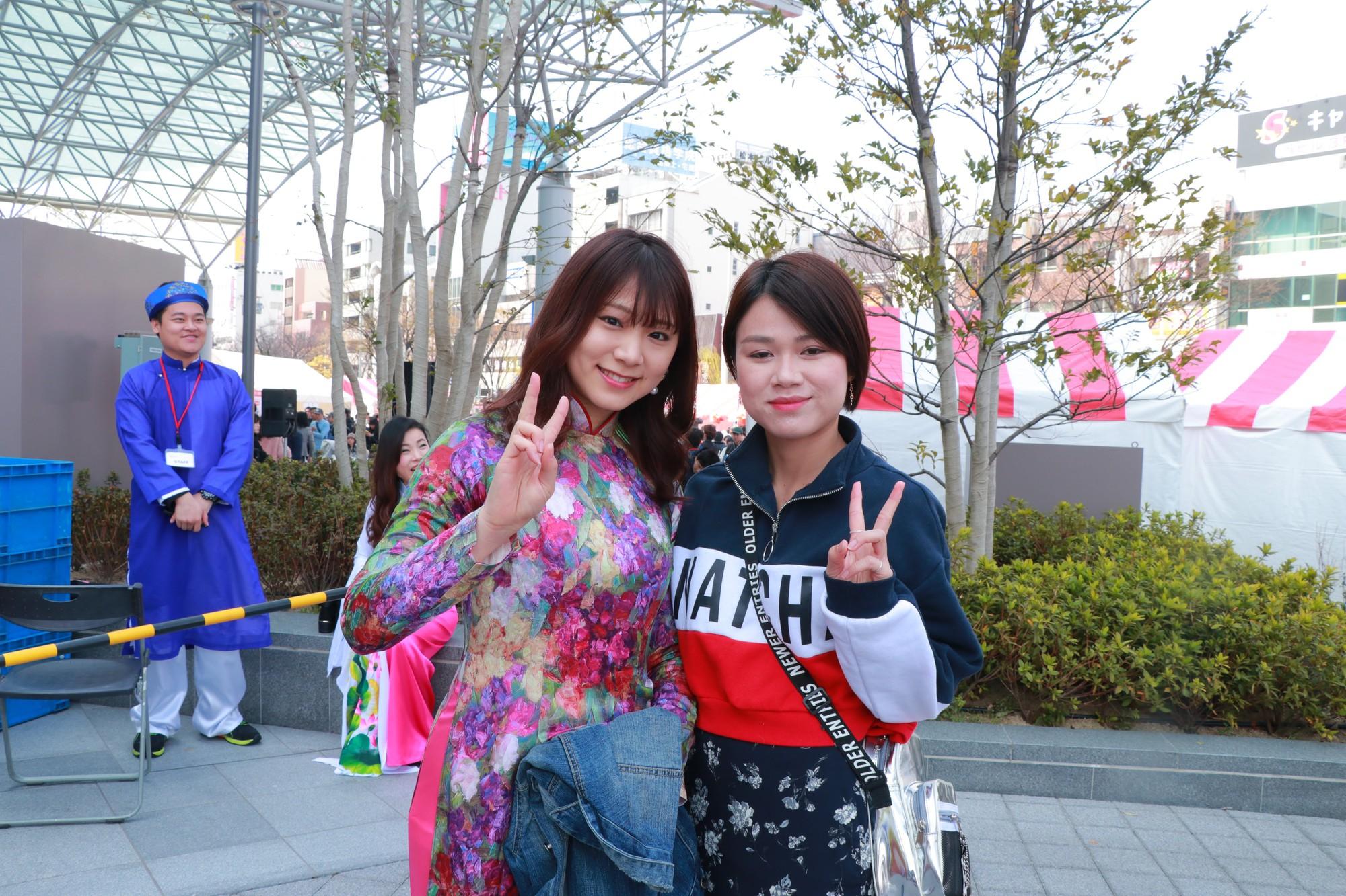 Vũ Cát Tường đến Nhật, quậy tưng bừng cùng du học sinh tại Lễ hội văn hóa Việt Nam 2018 - Ảnh 9.