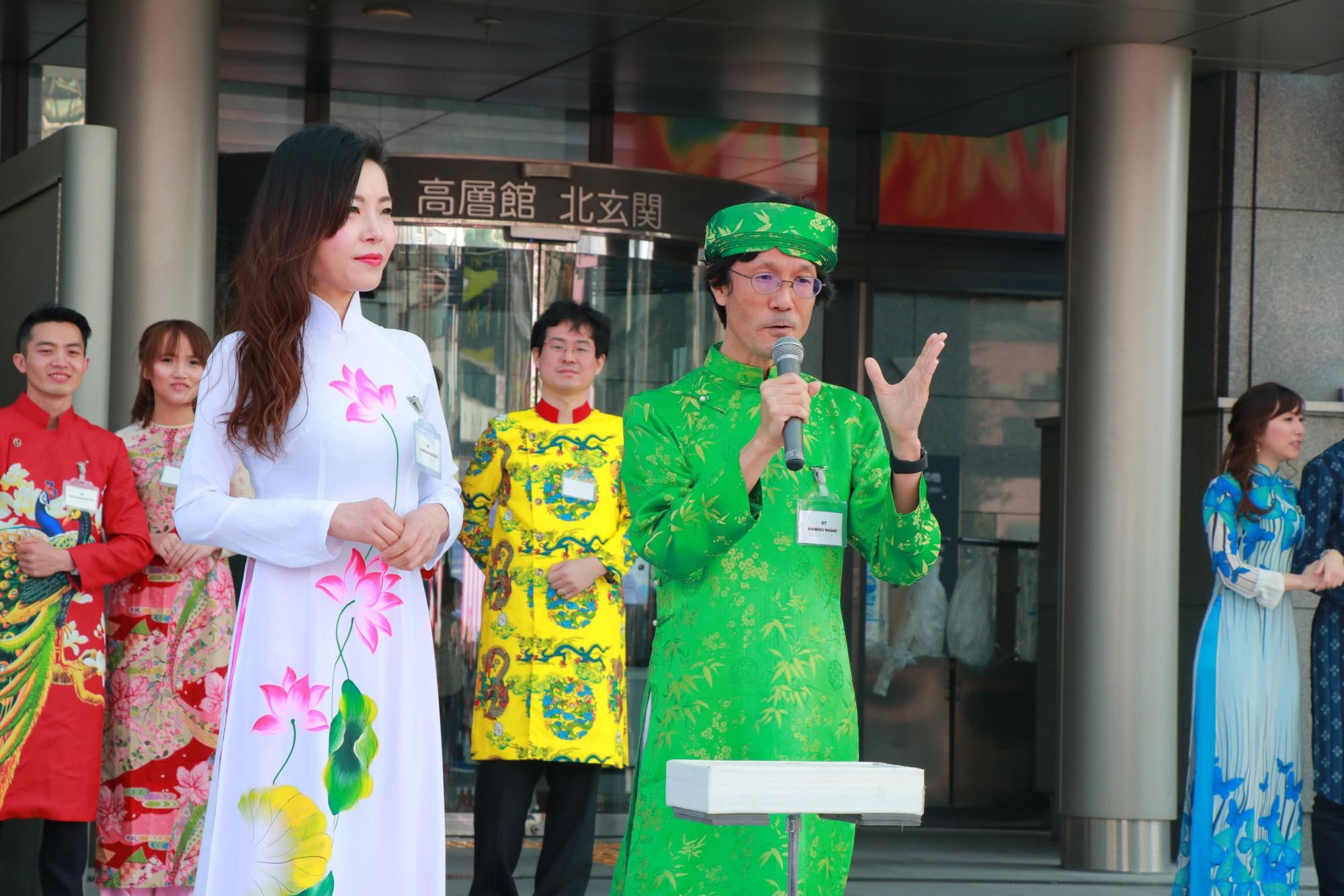 Vũ Cát Tường đến Nhật, quậy tưng bừng cùng du học sinh tại Lễ hội văn hóa Việt Nam 2018 - Ảnh 10.