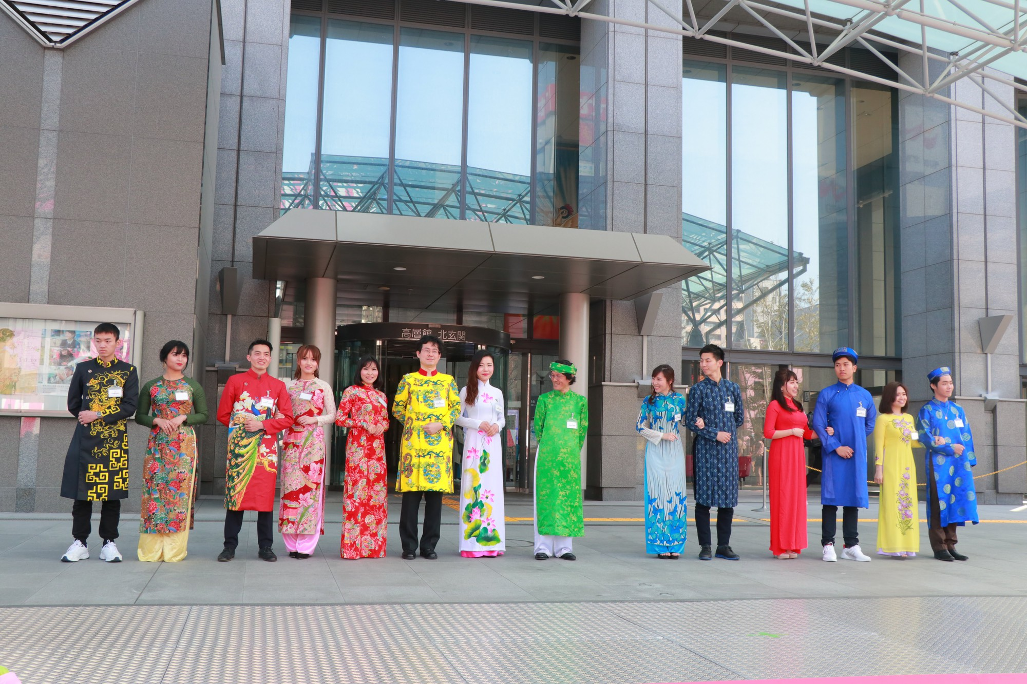 Vũ Cát Tường đến Nhật, quậy tưng bừng cùng du học sinh tại Lễ hội văn hóa Việt Nam 2018 - Ảnh 11.