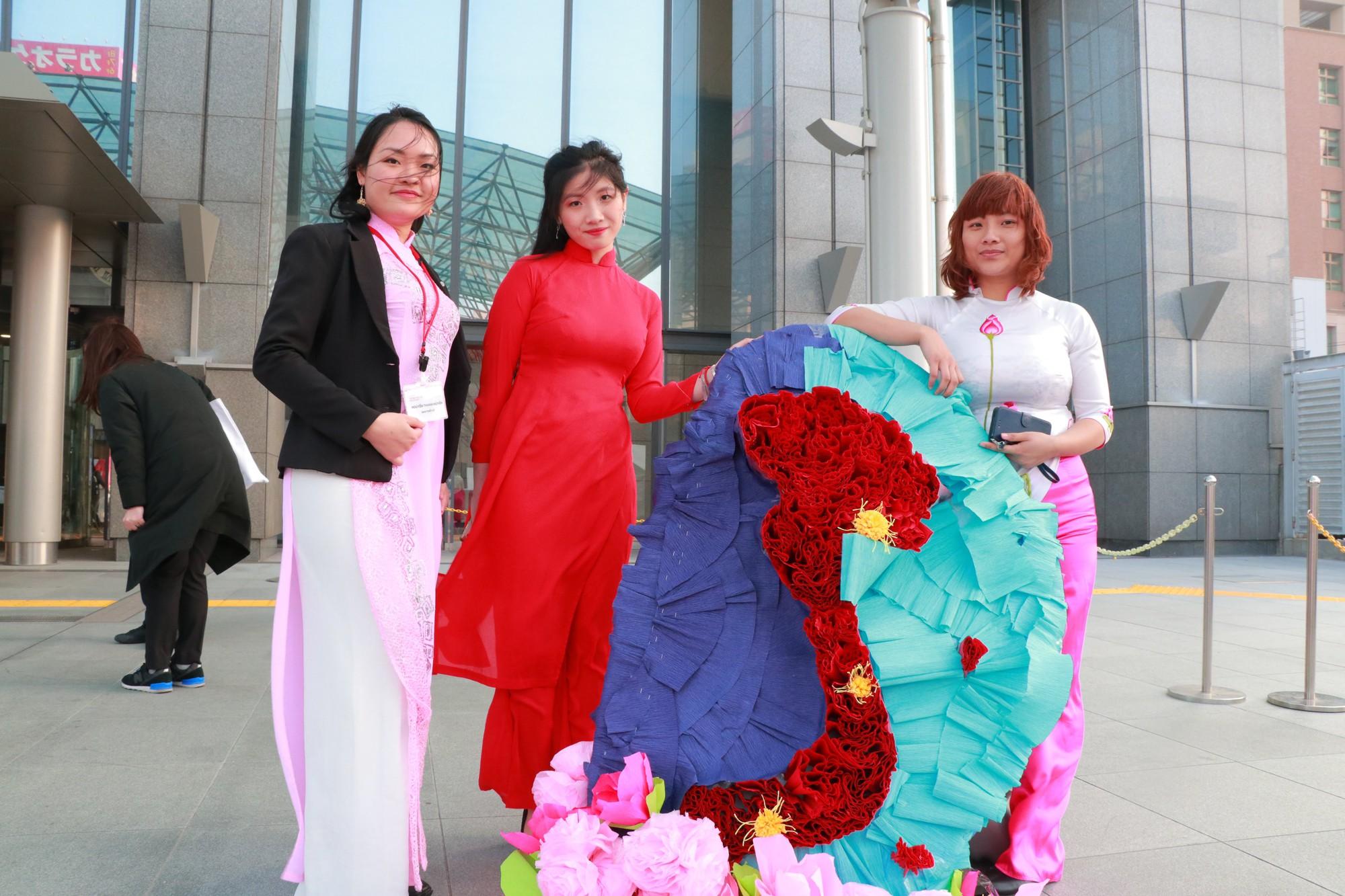 Vũ Cát Tường đến Nhật, quậy tưng bừng cùng du học sinh tại Lễ hội văn hóa Việt Nam 2018 - Ảnh 17.