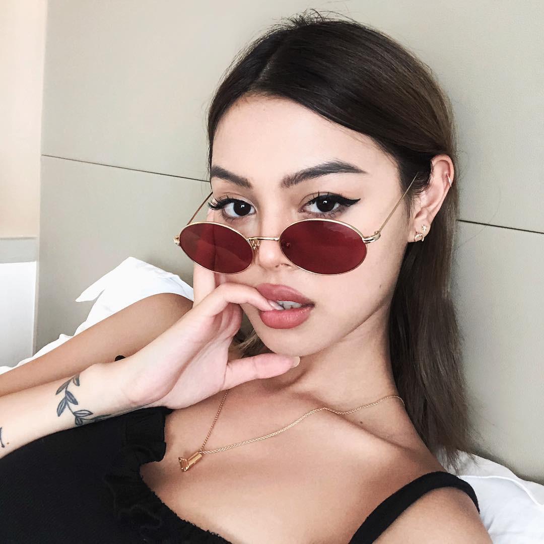 Tạm cất kính mắt gọng to đi nào, hè này bạn phải diện 4 kiểu kính gọng mảnh như các hot girl châu Á mới là đúng mốt - Ảnh 11.