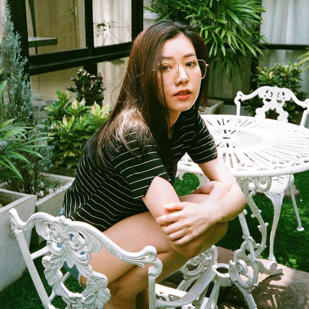 Tạm cất kính mắt gọng to đi nào, hè này bạn phải diện 4 kiểu kính gọng mảnh như các hot girl châu Á mới là đúng mốt - Ảnh 2.