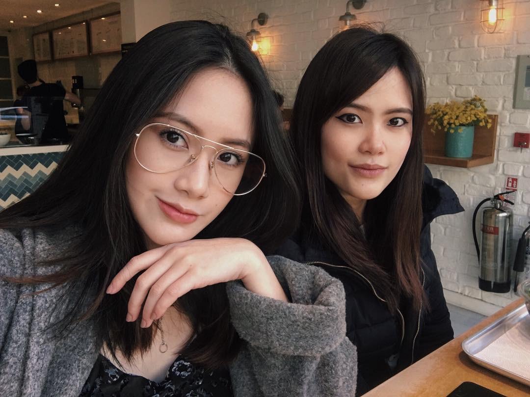 Tạm cất kính mắt gọng to đi nào, hè này bạn phải diện 4 kiểu kính gọng mảnh như các hot girl châu Á mới là đúng mốt - Ảnh 5.