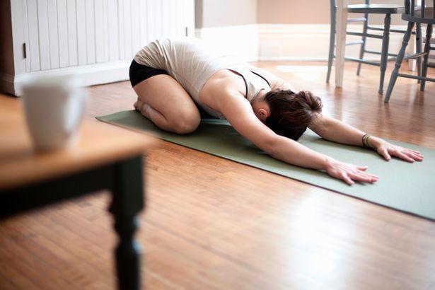 Ngày càng nhiều người bị đau lưng, hãy làm theo những cách này để loại bỏ đau lưng - Ảnh 2.