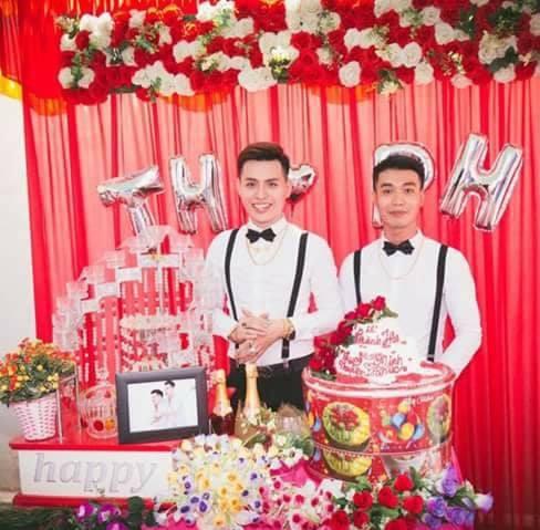 Phía sau clip đám cưới đồng tính gây xôn xao là câu chuyện tình nhiều trắc trở, mất 3 năm để thuyết phục cha mẹ của 2 chàng trai trẻ - Ảnh 4.
