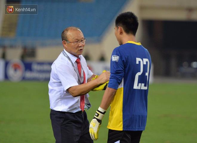 HLV Park Hang Seo hài lòng với phong độ xuất sắc của Tuấn Mạnh.