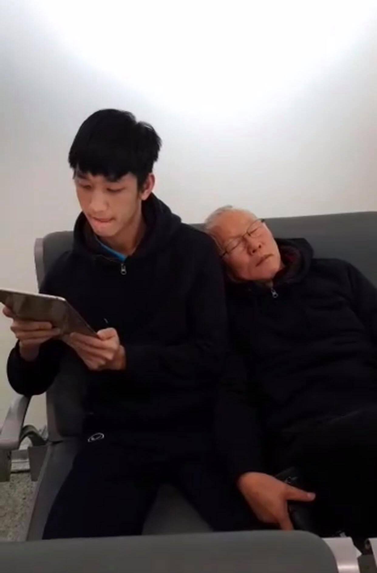 Ông chú Hàn Quốc Park Hang Seo cũng có những khoảnh khắc đáng yêu thế này - Ảnh 2.