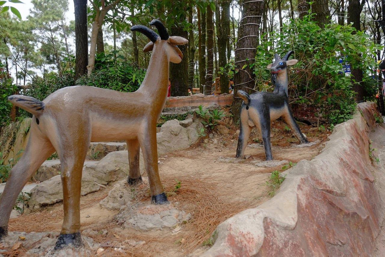 Tạm quên 12 con giáp khoả thân đi, ở Hải Phòng còn có vườn tượng