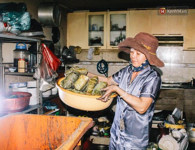 Khổ như cư dân chung cư Carina sau vụ cháy: Cõng tủ lạnh xuống mấy tầng lầu, dùng ròng rọc chuyển đồ nhiều ngày liền - Ảnh 7.