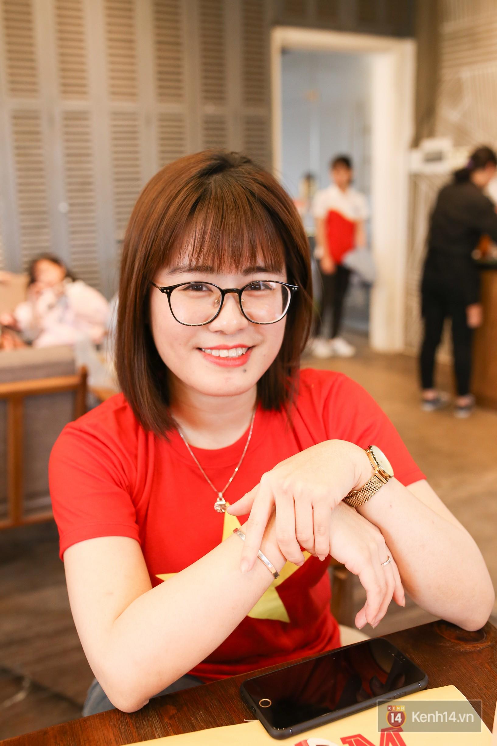 """Từ những cô nàng chẳng biết gì về bóng đá, đến """"Fandom quốc dân"""" dễ thương nhất, văn minh nhất của U23 Việt Nam - Ảnh 4."""
