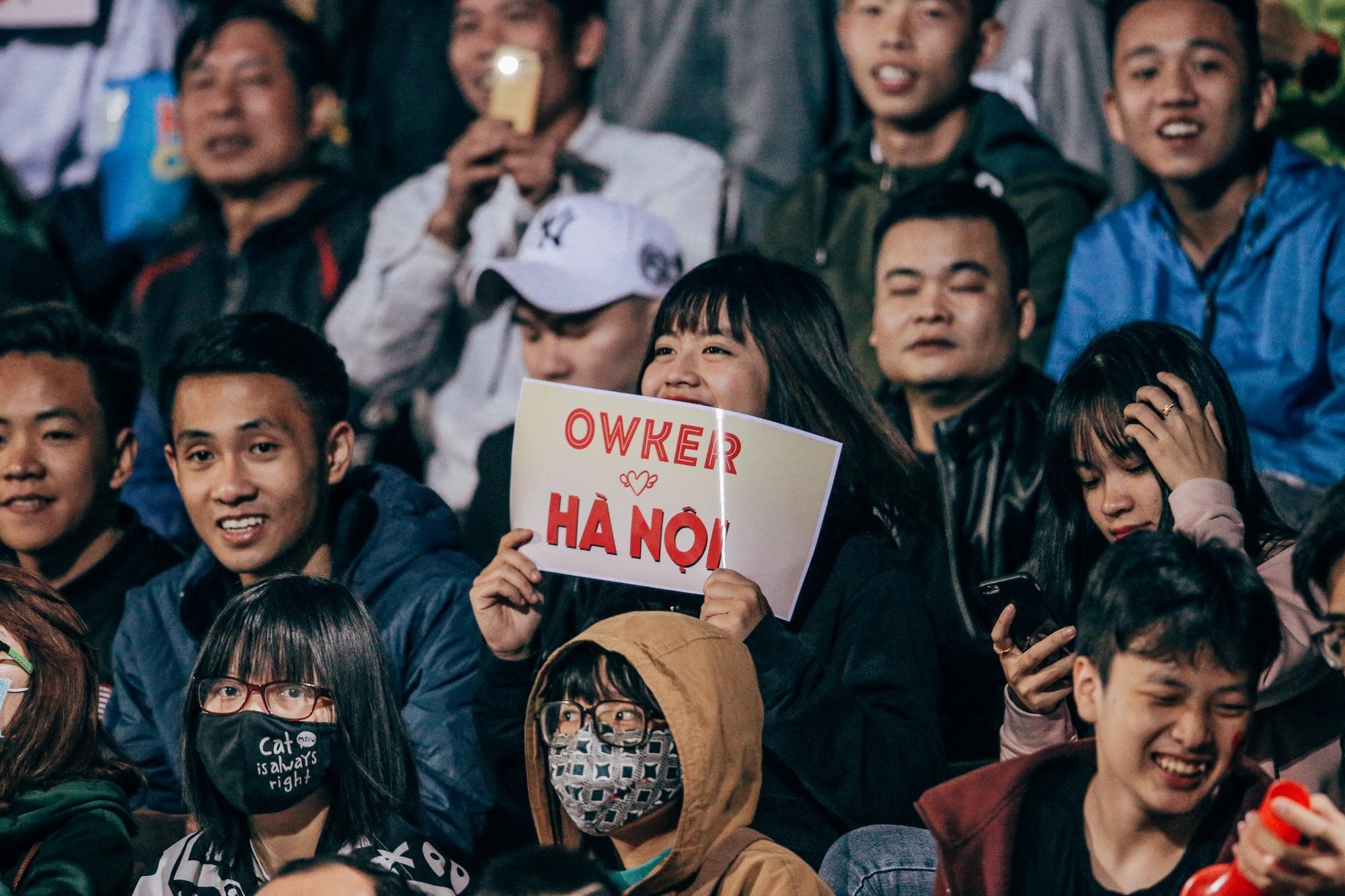 """Từ những cô nàng chẳng biết gì về bóng đá, đến """"Fandom quốc dân"""" dễ thương nhất, văn minh nhất của U23 Việt Nam - Ảnh 6."""