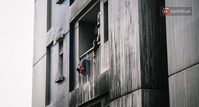 Khổ như cư dân chung cư Carina sau vụ cháy: Cõng tủ lạnh xuống mấy tầng lầu, dùng ròng rọc chuyển đồ nhiều ngày liền - Ảnh 16.
