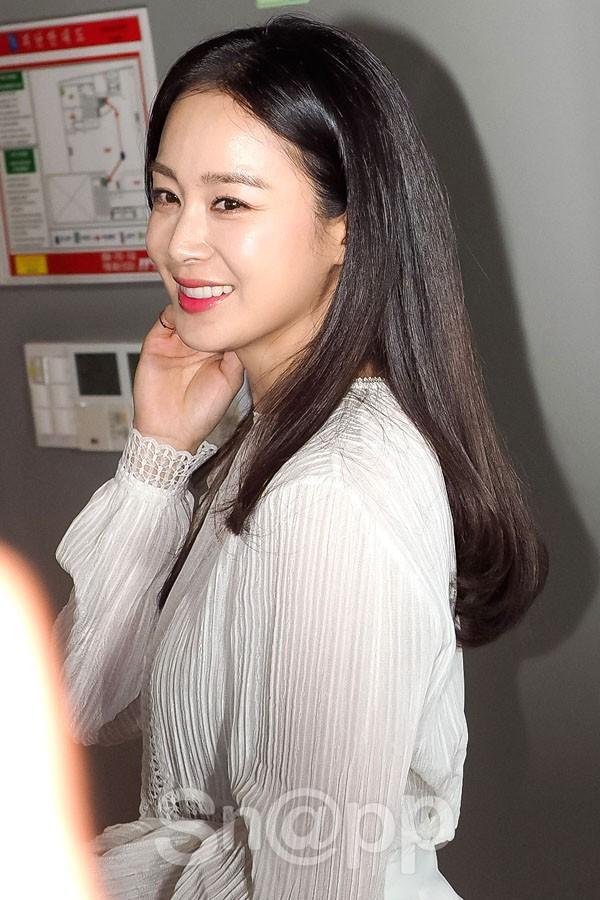 Kim Tae Hee lộ diện chính thức hậu sinh con: Đẹp khó tin, nhưng vóc dáng của cô mới là điều gây bất ngờ nhất - Ảnh 6.