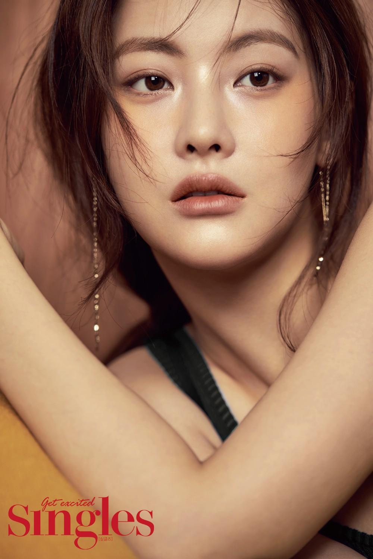 Bạn gái Kim Bum: Mỹ nhân sở hữu combo mặt xinh và body nóng bỏng, nhưng bị tố dao kéo và giả tạo - Ảnh 1.