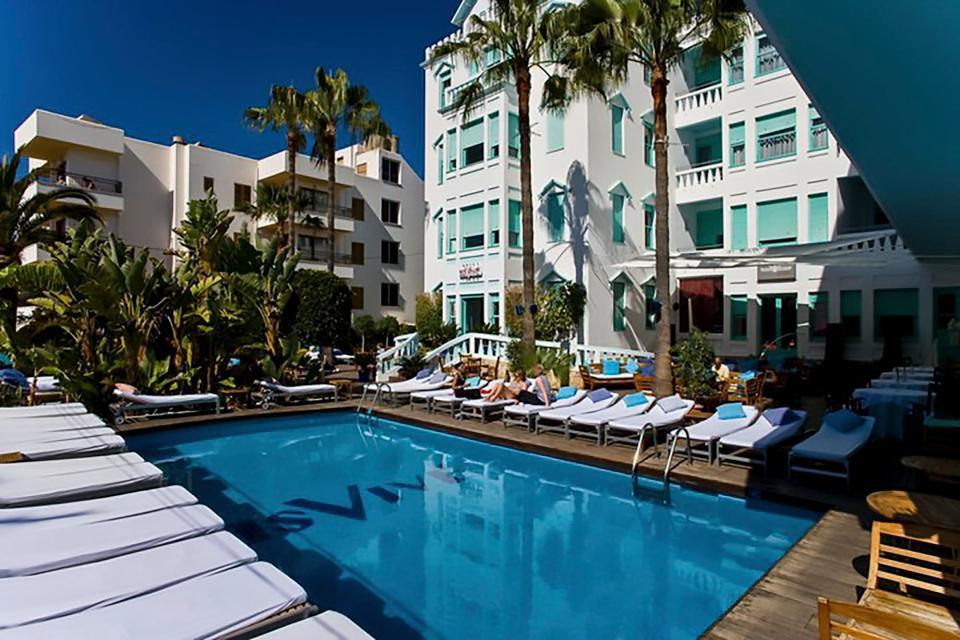 Messi mua lại khách sạn đắt giá ở đảo thiên đường - Ảnh 1.