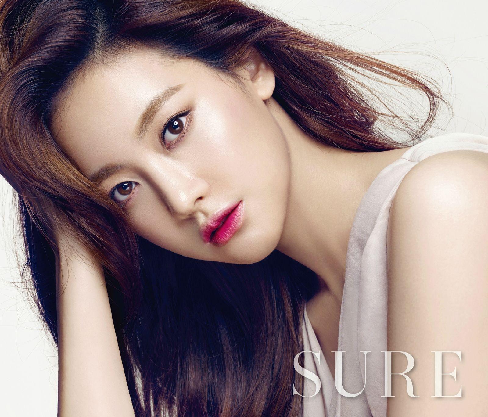 Bạn gái Kim Bum: Mỹ nhân sở hữu combo mặt xinh và body nóng bỏng, nhưng bị tố dao kéo và giả tạo - Ảnh 3.