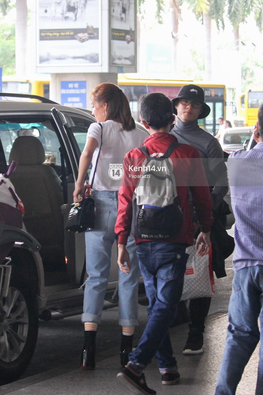 Lâm Vinh Hải - Linh Chi xuất hiện vui vẻ, tình cảm selfie cùng nhau tại sân bay Tân Sơn Nhất - Ảnh 13.
