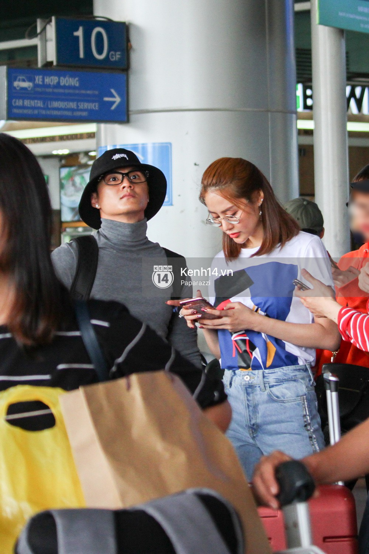 Lâm Vinh Hải - Linh Chi xuất hiện vui vẻ, tình cảm selfie cùng nhau tại sân bay Tân Sơn Nhất - Ảnh 5.