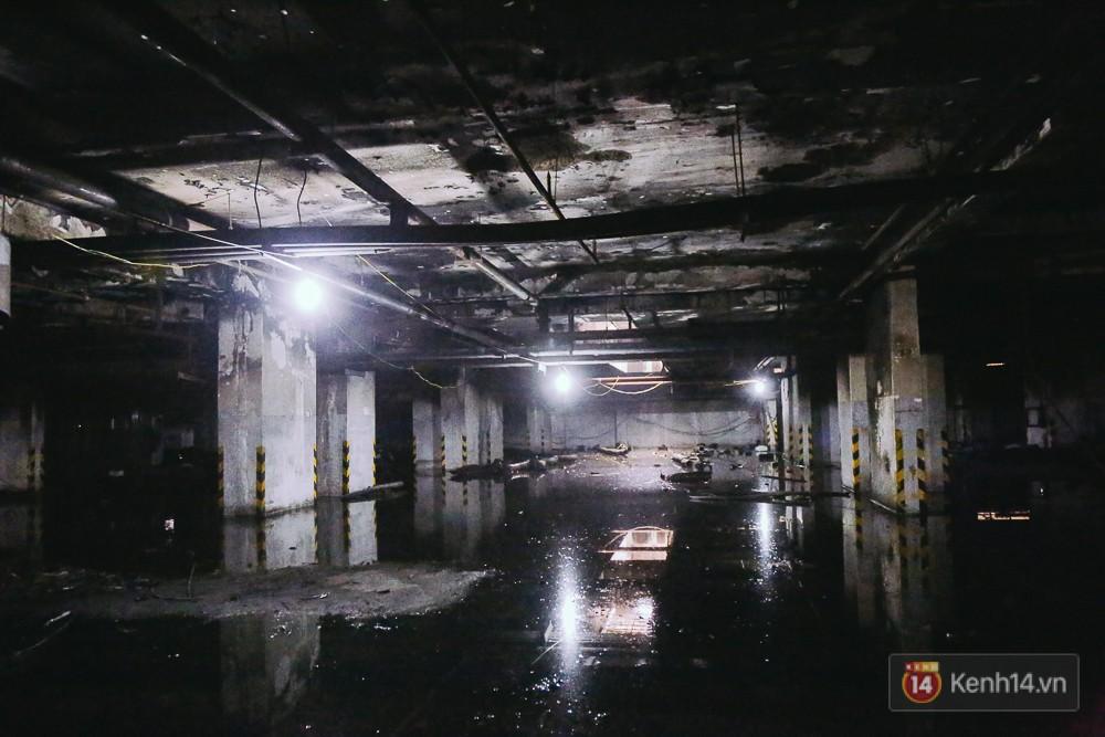 Ớn lạnh hiện trường nơi ngọn lửa bùng phát tại hầm chung cư Carina khiến 13 người tử vong - Ảnh 3.