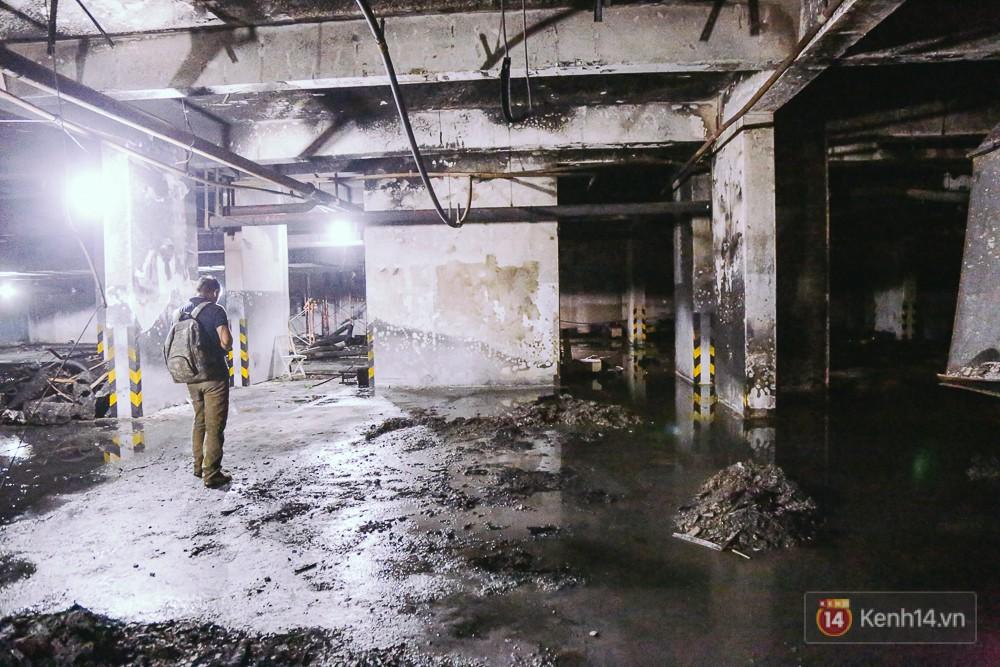 Ớn lạnh hiện trường nơi ngọn lửa bùng phát tại hầm chung cư Carina khiến 13 người tử vong - Ảnh 9.