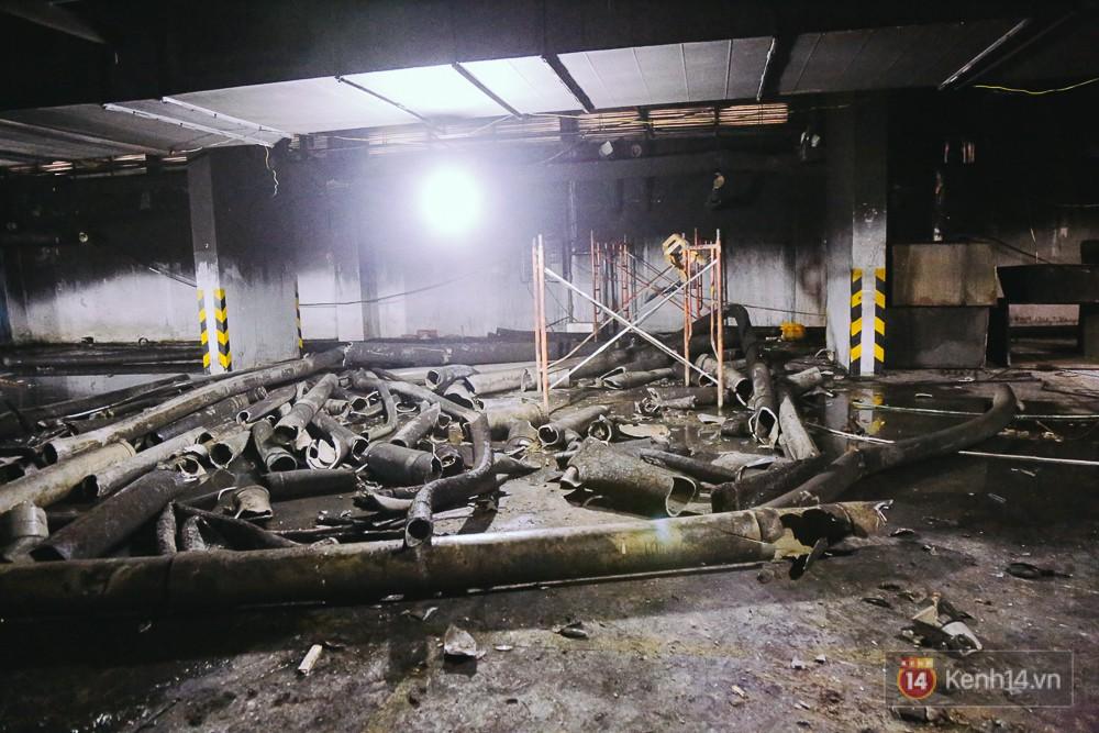 Ớn lạnh hiện trường nơi ngọn lửa bùng phát tại hầm chung cư Carina khiến 13 người tử vong - Ảnh 7.