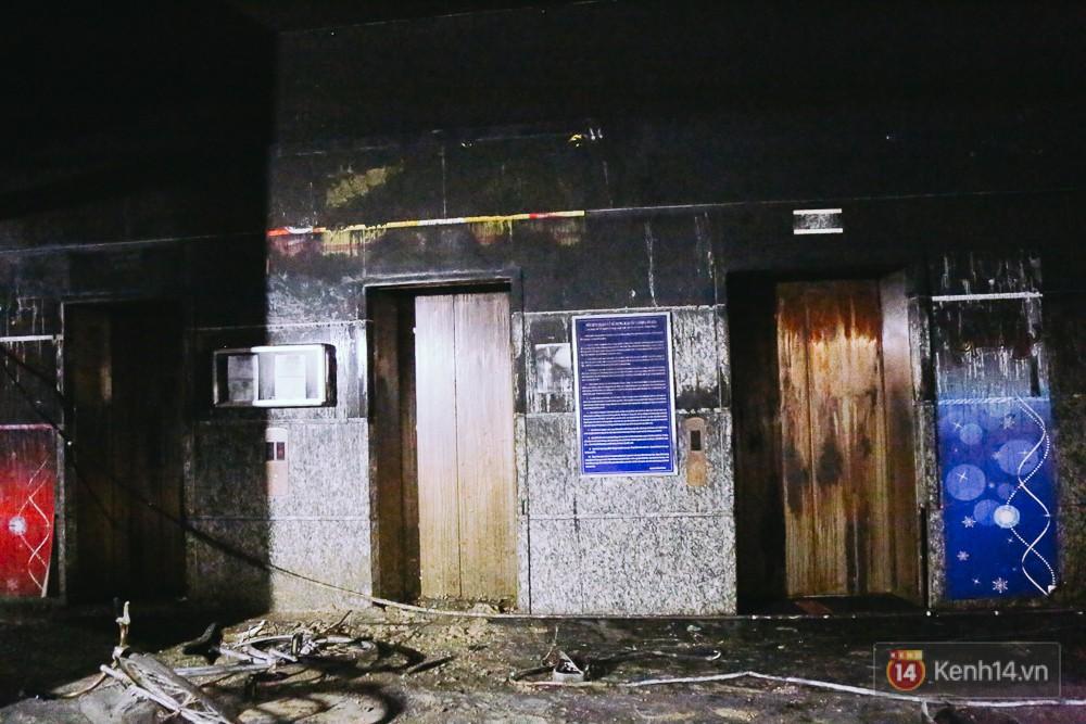 Ớn lạnh hiện trường nơi ngọn lửa bùng phát tại hầm chung cư Carina khiến 13 người tử vong - Ảnh 13.
