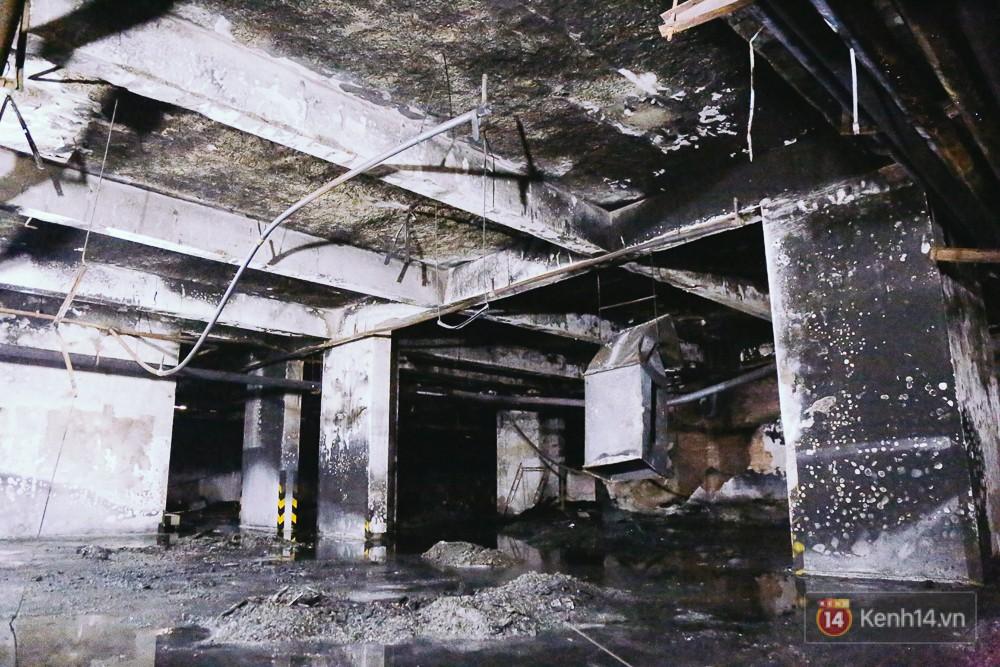 Ớn lạnh hiện trường nơi ngọn lửa bùng phát tại hầm chung cư Carina khiến 13 người tử vong - Ảnh 10.