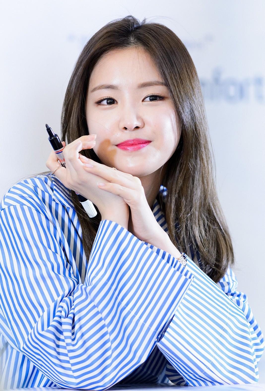 Mỹ nhân Kpop lộ mặt mộc: Kẻ già như bà thím, người được khen đẹp đến mức được xếp vào top 5% nhan sắc - Ảnh 15.