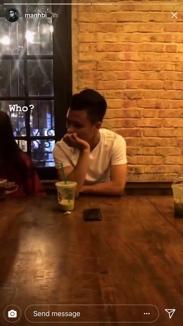 Photographer Mạnh Bi đăng ảnh ngồi cùng Quang Hải và bạn gái cùng thời điểm. Phải chăng họ sắp có một bộ ảnh nào đó?