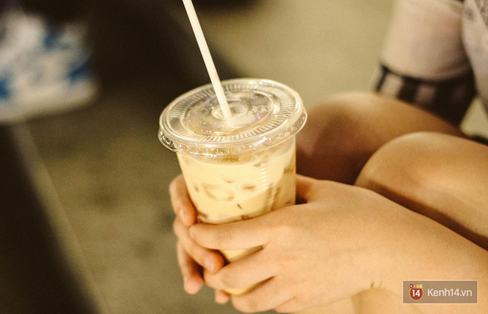 Quán trà sữa huyền thoại không bàn ghế, không biển hiệu nhưng ai cũng biết ở Sài Gòn - Ảnh 7.