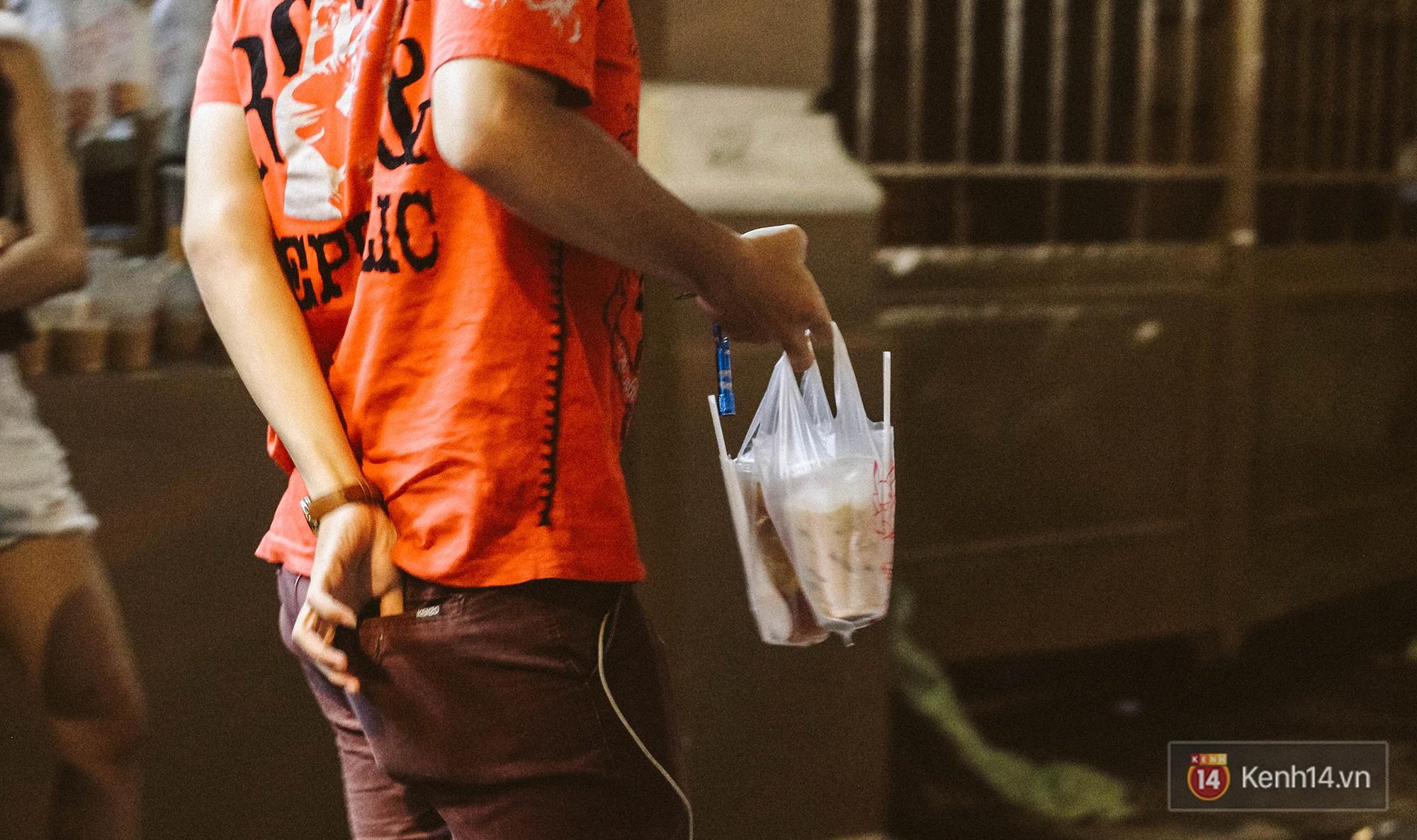 Quán trà sữa huyền thoại không bàn ghế, không biển hiệu nhưng ai cũng biết ở Sài Gòn - Ảnh 13.