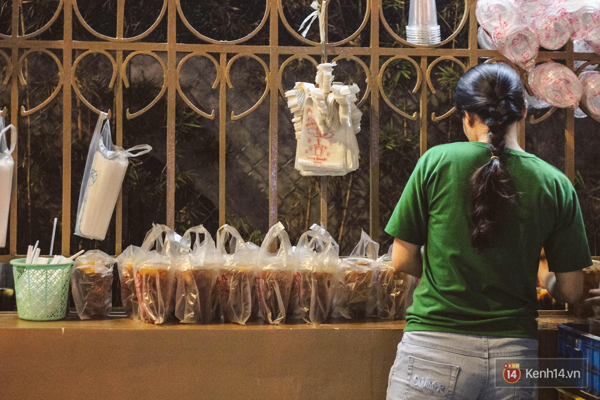 Quán trà sữa huyền thoại không bàn ghế, không biển hiệu nhưng ai cũng biết ở Sài Gòn - Ảnh 3.