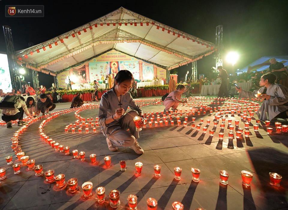 Tam Đảo ùn tắc nghiêm trọng sau lễ hội hoa đăng Tây Thiên: Phật tử, du khách chôn chân ngoài đường - Ảnh 5.
