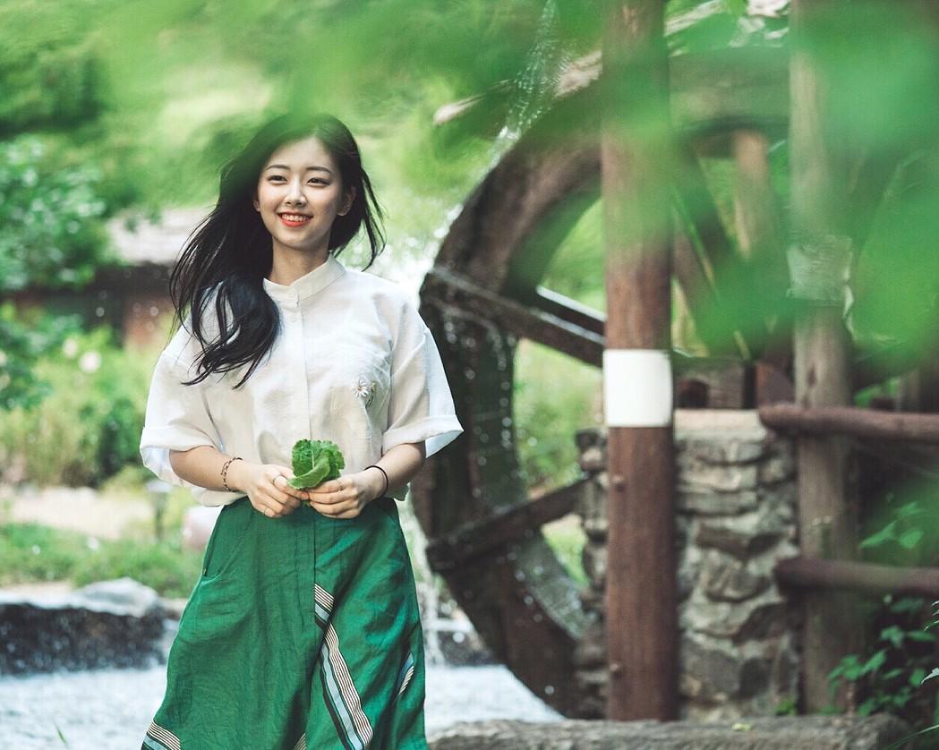 Nhan sắc nhẹ nhàng đúng chuẩn mối tình đầu của cô bạn đến từ Hàn Quốc - Ảnh 1.