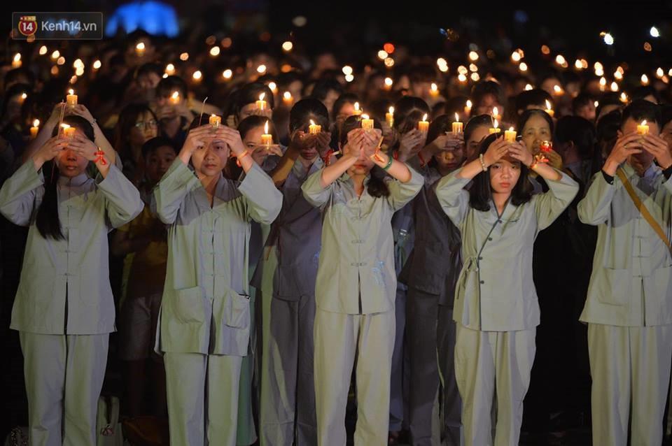 Tam Đảo ùn tắc nghiêm trọng sau lễ hội hoa đăng Tây Thiên: Phật tử, du khách chôn chân ngoài đường - Ảnh 6.