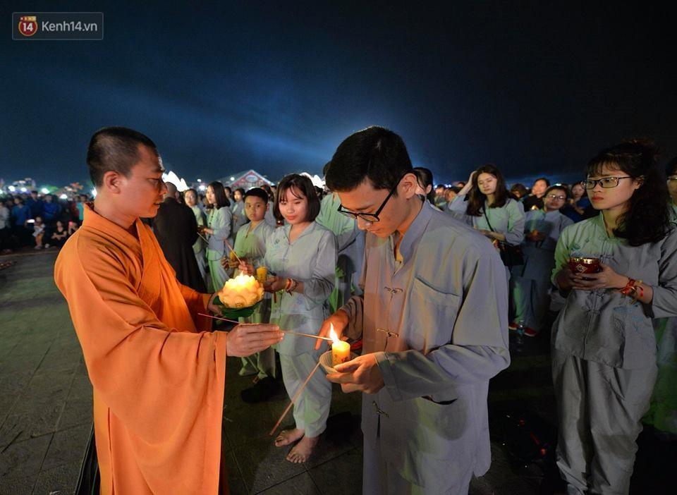 Tam Đảo ùn tắc nghiêm trọng sau lễ hội hoa đăng Tây Thiên: Phật tử, du khách chôn chân ngoài đường - Ảnh 8.