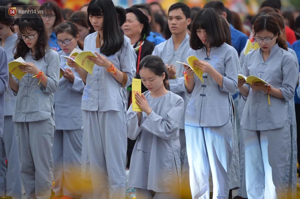 Tam Đảo ùn tắc nghiêm trọng sau lễ hội hoa đăng Tây Thiên: Phật tử, du khách chôn chân ngoài đường - Ảnh 3.