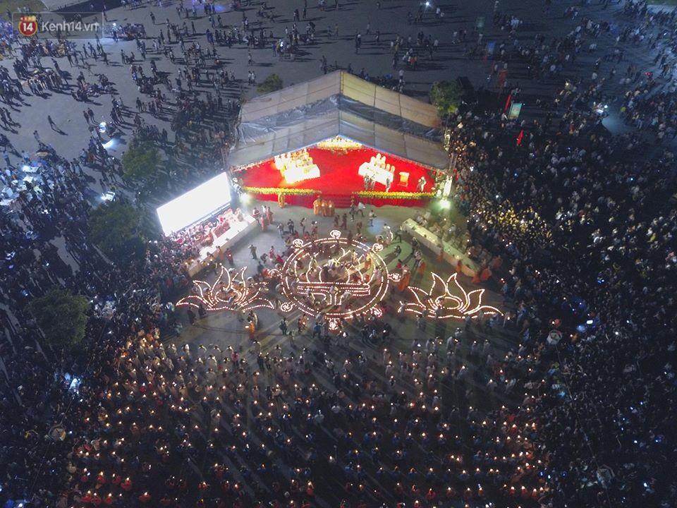 Tam Đảo ùn tắc nghiêm trọng sau lễ hội hoa đăng Tây Thiên: Phật tử, du khách chôn chân ngoài đường - Ảnh 9.