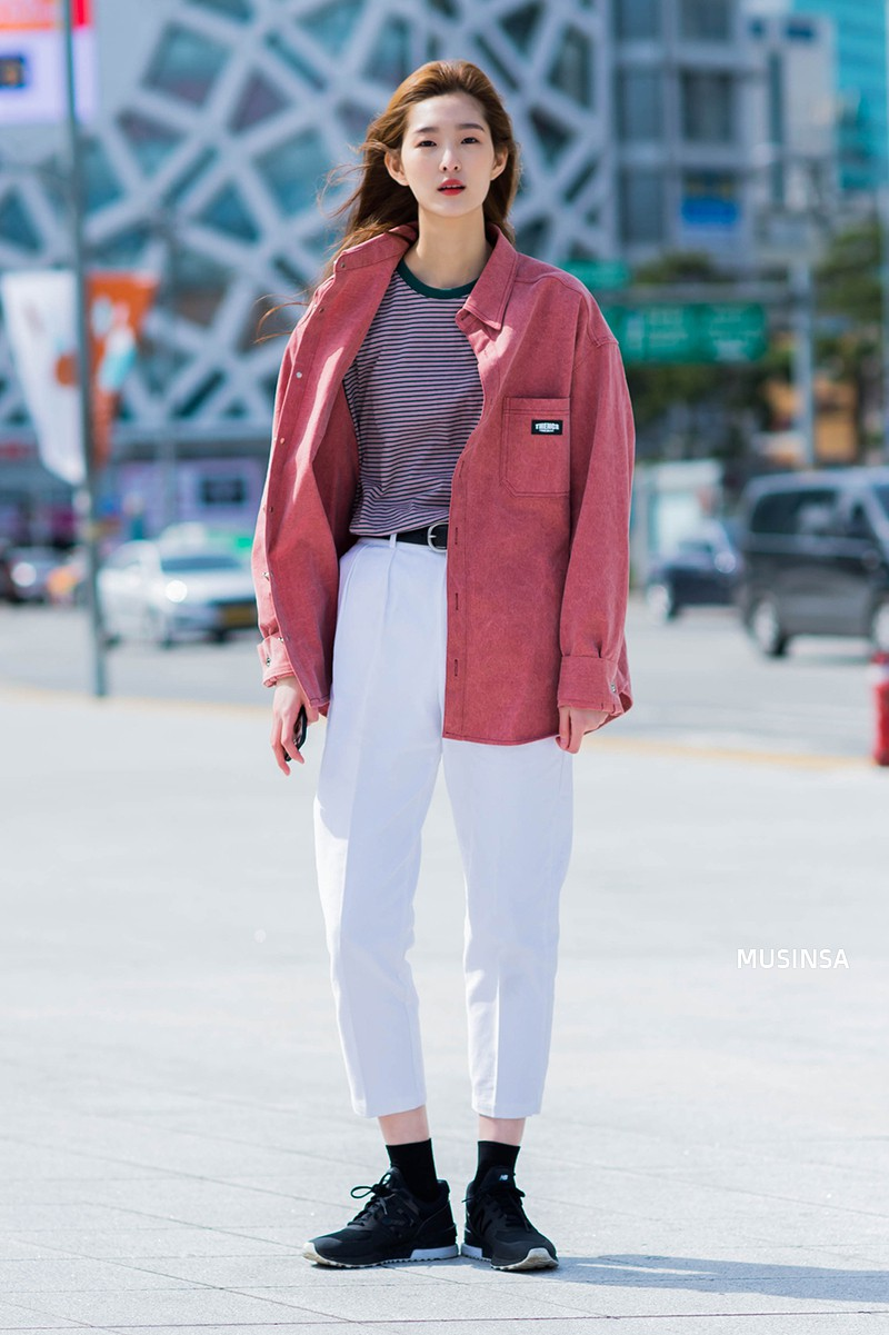 Street style đơn giản, năng động của giới trẻ Hàn không những không nhàm chán mà còn khiến bạn thốt lên Đẹp quá đáng! - Ảnh 1.