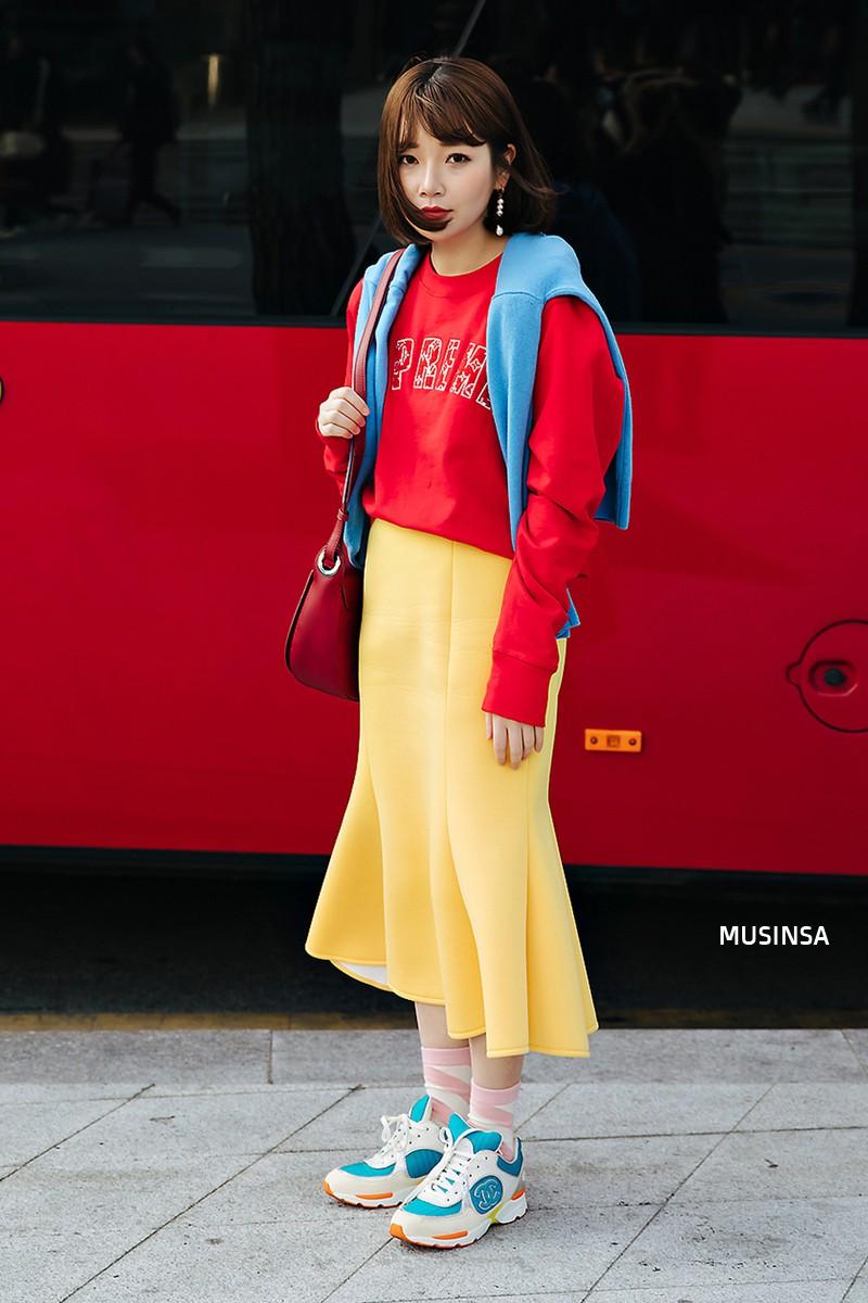 Street style đơn giản, năng động của giới trẻ Hàn không những không nhàm chán mà còn khiến bạn thốt lên Đẹp quá đáng! - Ảnh 8.