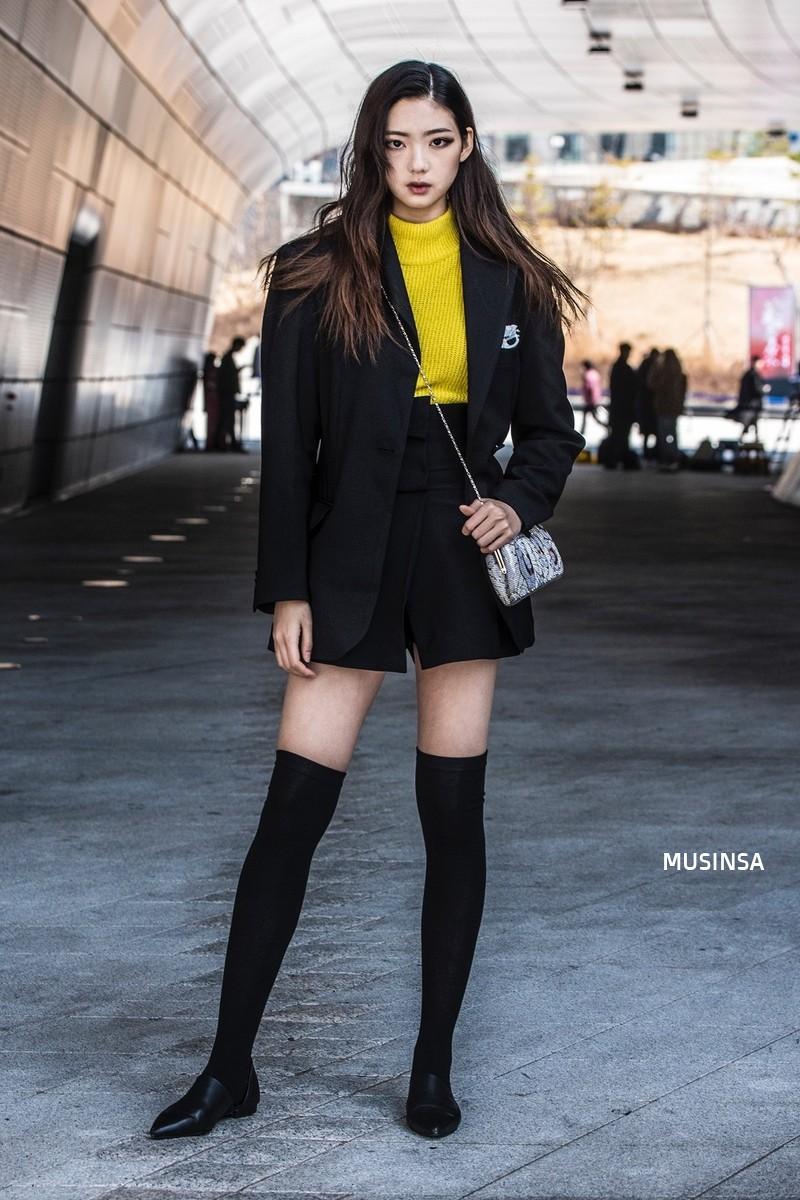 Street style đơn giản, năng động của giới trẻ Hàn không những không nhàm chán mà còn khiến bạn thốt lên Đẹp quá đáng! - Ảnh 10.