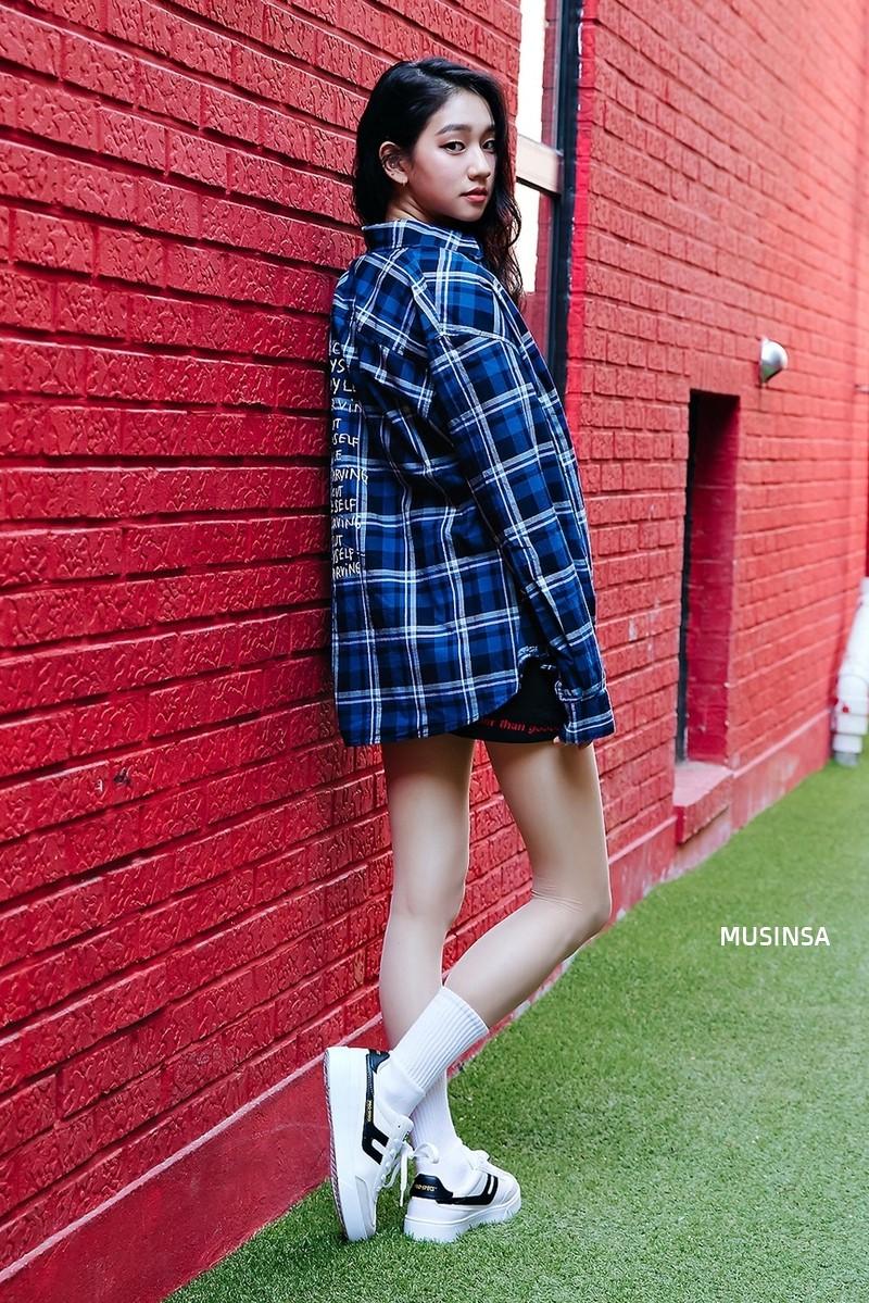 Street style đơn giản, năng động của giới trẻ Hàn không những không nhàm chán mà còn khiến bạn thốt lên Đẹp quá đáng! - Ảnh 12.
