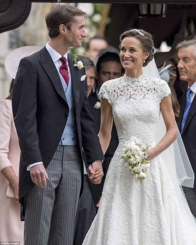 Vài thông tin nhỏ giọt xung quanh chiếc váy mà Meghan Markle sẽ mặc trong lễ cưới Hoàng gia sắp tới - Ảnh 10.