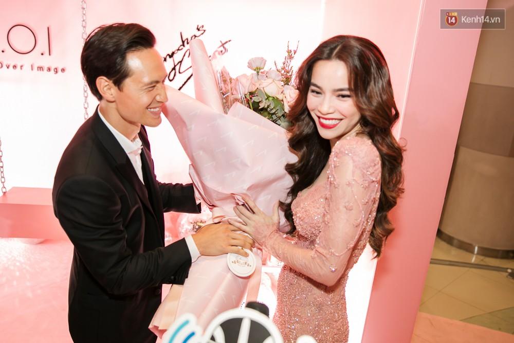 Hà Hồ diện váy táo bạo khoe vòng 1 sexy, dính như sam bên Kim Lý tại sự kiện - Ảnh 4.